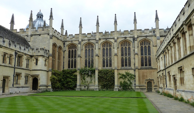 Old university buildings and a spacious courtyard in Oxford, England