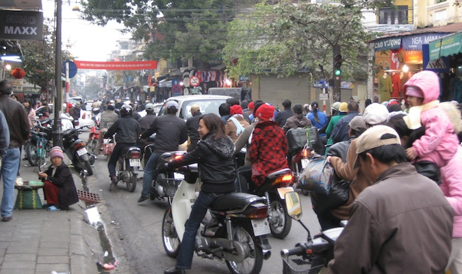 hanoi traffic in the old town