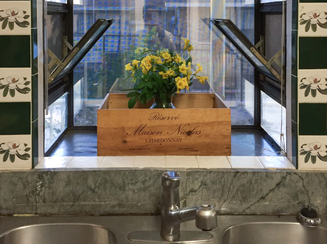 Flowers and window decoration above the sink