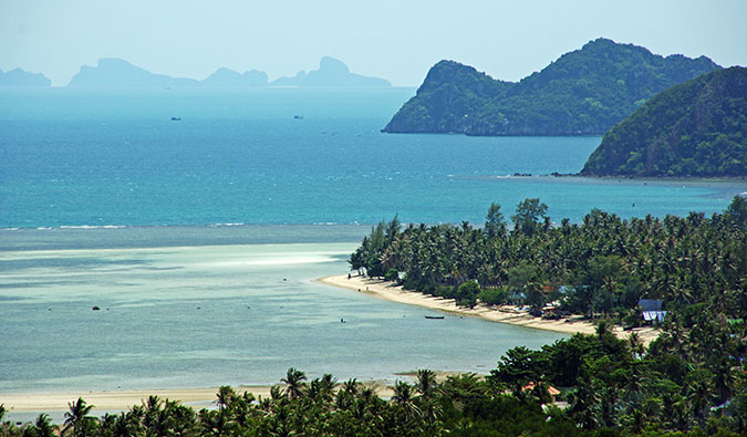 a beach on Ko Phangan; Photo by Jørn Eriksson (flickr: @jorneriksson)
