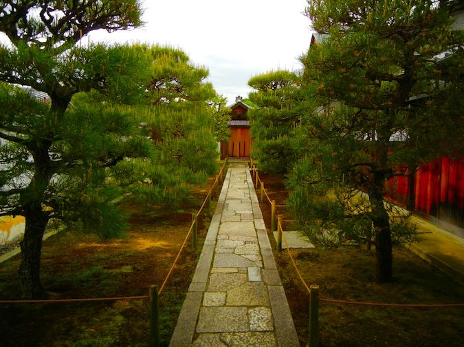 One of the many temples in the Daitoku-ji temple complex