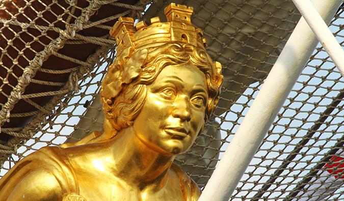 a golden emblem at the naval museum madrid (alt: @elentir)