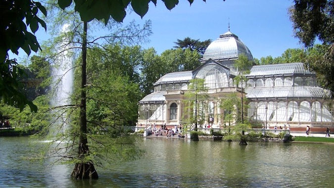 crystal palace and fountain in retiro park, madrid