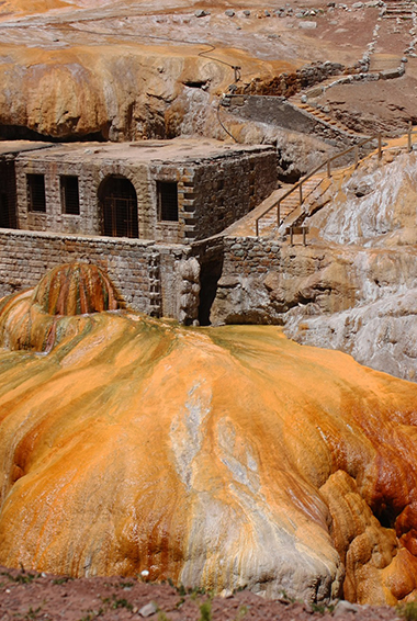 the coppery gold landscape of Puente del Inca