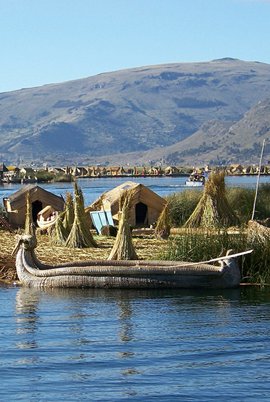manmade islands in the middle of Lake Titicaca