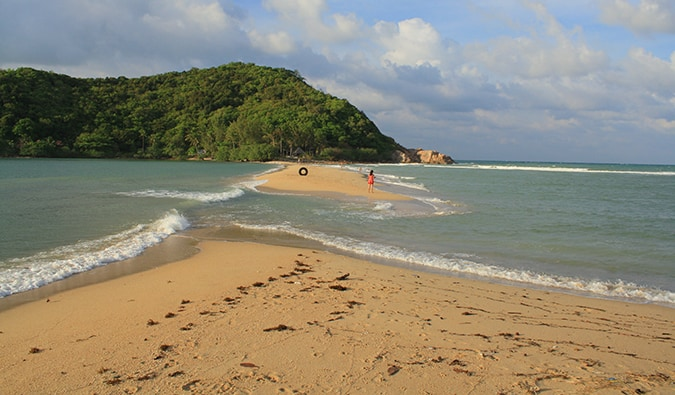 a beach in Ko Phangan; Photo by Plus Good (flickr: @bjvs)
