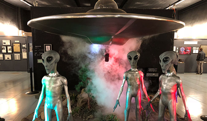 Aliens and a spacecraft at the Roswell UFO museum; Photo by Dan (flickr: @twiga_swala)