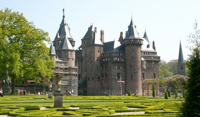 Gorgeous castle in Utrecht with a large garden