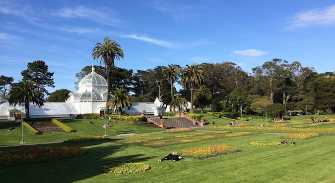 A beautiful photo of Gloden Gate Park on a sunny day showing the lush greenery and white domed building