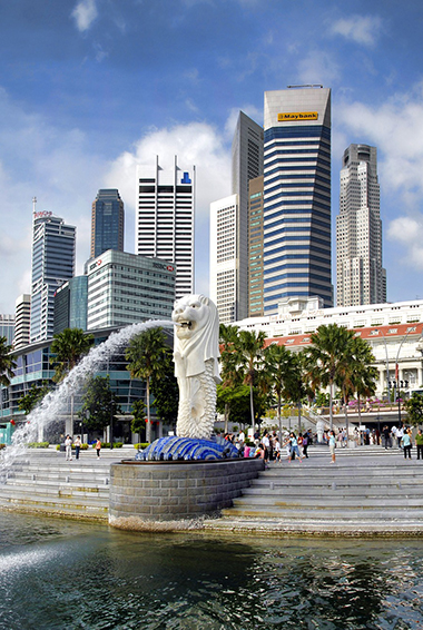 Singapore's original Merlion statue in Merlion Park spouting water