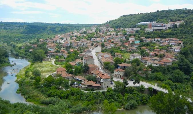 une petite ville près de velinko tarnovo, bulgarie