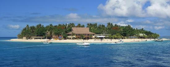 backpacking the yasawa islands in fiji at beachomber